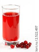 Купить «Стакан клюквенного сока на белом фоне», фото № 2522497, снято 7 мая 2011 г. (c) Галина Михалишина / Фотобанк Лори