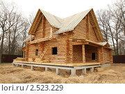 Деревянный рубленый дом на фундаменте. Строительство. Стоковое фото, фотограф Галина Бурцева / Фотобанк Лори