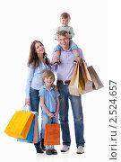Покупка товаров семьей. Стоковое фото, фотограф Raev Denis / Фотобанк Лори