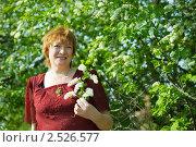Купить «Женщина в весеннем парке», фото № 2526577, снято 8 мая 2010 г. (c) Яков Филимонов / Фотобанк Лори