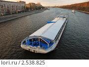 """Купить «Банкетный корабль """"Vatel"""" плывет по Москве-реке», эксклюзивное фото № 2538825, снято 19 марта 2019 г. (c) lana1501 / Фотобанк Лори"""