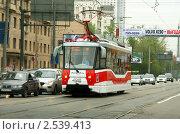 Трамвай, маршрут 45. Модель 71-153.3 (ЛМ-2008). Москва (2011 год). Редакционное фото, фотограф Щеголева Ольга / Фотобанк Лори