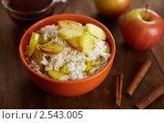 Рисовая каша с фруктами и корицей. Стоковое фото, фотограф Maria Savelieva / Фотобанк Лори
