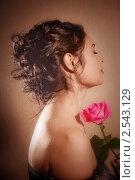 Купить «Красивая девушка с розой», фото № 2543129, снято 4 ноября 2010 г. (c) Майя Крученкова / Фотобанк Лори