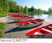 Лодки в ряд напрокат (2011 год). Редакционное фото, фотограф SevenOne / Фотобанк Лори