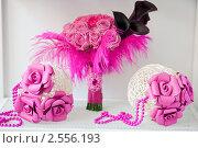 Купить «Букет невесты с двумя декоративными шарами», фото № 2556193, снято 25 сентября 2010 г. (c) Фадеева Марина / Фотобанк Лори