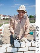 Купить «Строительство дачного домика», фото № 2567209, снято 29 мая 2011 г. (c) Александр Романов / Фотобанк Лори