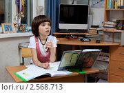 Купить «Девочка дома делает уроки», фото № 2568713, снято 18 мая 2011 г. (c) Михаил Иванов / Фотобанк Лори