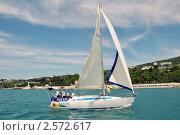 Купить «Крейсерские яхты под парусами на фоне побережья курорта Сочи», фото № 2572617, снято 28 мая 2011 г. (c) Анна Мартынова / Фотобанк Лори
