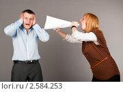 Купить «Деловая женщина кричит в рупор из бумаги», фото № 2584253, снято 22 января 2019 г. (c) Сергей Петерман / Фотобанк Лори