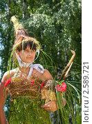 Купить «Девушка в костюме из цветов, фестиваль флористики «Цветень»», фото № 2589721, снято 4 июля 2010 г. (c) ElenArt / Фотобанк Лори