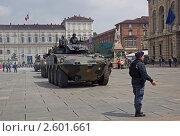 Купить «Колонна бронетехники на параде в Турине, посвященному празднованию 150-летия объединения Италии», фото № 2601661, снято 3 мая 2011 г. (c) GrayFox / Фотобанк Лори