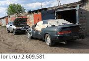 Купить «Встреча битого и небитого авто», фото № 2609581, снято 3 июня 2011 г. (c) Анатолий Матвейчук / Фотобанк Лори