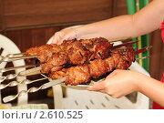 Купить «Шашлык на шампурах», эксклюзивное фото № 2610525, снято 12 июня 2011 г. (c) Юрий Морозов / Фотобанк Лори