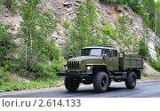 Купить «Автомобиль на горной дороге», фото № 2614133, снято 29 июня 2008 г. (c) Art Konovalov / Фотобанк Лори