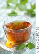 Купить «Чашка чая со свежими листьями мяты», фото № 2620165, снято 30 марта 2011 г. (c) Stockphoto / Фотобанк Лори