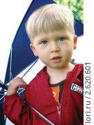 Мальчик с зонтом (2010 год). Редакционное фото, фотограф Столыпин Борис / Фотобанк Лори