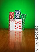 Купить «Фишки и карты на зеленом фоне», фото № 2620885, снято 30 января 2010 г. (c) Elnur / Фотобанк Лори