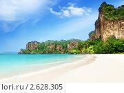 Купить «Пляж Рейлей в провинции Краби в Таиланде», фото № 2628305, снято 3 марта 2011 г. (c) Iakov Kalinin / Фотобанк Лори