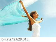 Купить «Девушка с платком на фоне неба», фото № 2629013, снято 18 июня 2009 г. (c) Иван Михайлов / Фотобанк Лори