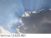 Солнечные лучи через облако. Стоковое фото, фотограф Иван Козлов / Фотобанк Лори