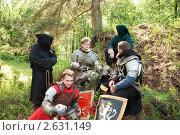 Купить «Воины в средневековых доспехах отдыхают», фото № 2631149, снято 5 июня 2010 г. (c) Яков Филимонов / Фотобанк Лори
