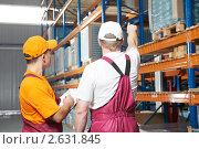 Купить «Работники на складе», фото № 2631845, снято 18 сентября 2018 г. (c) Дмитрий Калиновский / Фотобанк Лори