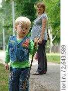 Мама стоит с ребенком. Стоковое фото, фотограф Столыпин Борис / Фотобанк Лори