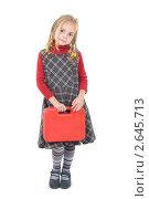 Купить «Девочка с красным чемоданчиком», фото № 2645713, снято 16 августа 2018 г. (c) Darja Vorontsova / Фотобанк Лори