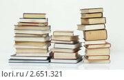 Купить «Стопки книг», видеоролик № 2651321, снято 1 сентября 2010 г. (c) Алексей Кузнецов / Фотобанк Лори
