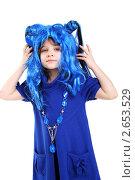 Купить «Девочка в синем карнавальном парике», фото № 2653529, снято 4 января 2011 г. (c) lanych / Фотобанк Лори