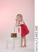 Девочка с плетеной сумочкой. Стоковое фото, фотограф Армен Богуш / Фотобанк Лори