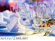 Купить «Сервированный стол», фото № 2666661, снято 13 декабря 2018 г. (c) Дмитрий Калиновский / Фотобанк Лори