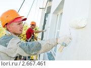 Купить «Маляры красят фасад здания», фото № 2667461, снято 21 января 2020 г. (c) Дмитрий Калиновский / Фотобанк Лори