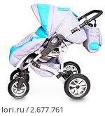 Купить «Современная детская коляска изолировано на белом фоне. Зимний вариант.», фото № 2677761, снято 15 мая 2011 г. (c) pzAxe / Фотобанк Лори