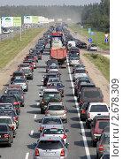 Пробка на Новорижском шоссе (2011 год). Редакционное фото, фотограф Дмитрий Куш / Фотобанк Лори