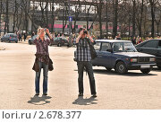 Купить «Фотографы на ВВЦ (ВДНХ)», эксклюзивное фото № 2678377, снято 28 апреля 2011 г. (c) Алёшина Оксана / Фотобанк Лори