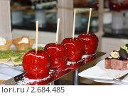 Глазированные яблоки на палочке. Стоковое фото, фотограф Хайруллина Ирина / Фотобанк Лори