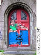 Купить «Граффити на двери», фото № 2703941, снято 21 июля 2011 г. (c) Илюхина Наталья / Фотобанк Лори