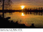 Купить «Закат солнца на озере», фото № 2705173, снято 5 октября 2010 г. (c) ElenArt / Фотобанк Лори