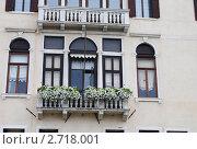 Балкон с цветами (2011 год). Стоковое фото, фотограф Стрельникова Татьяна / Фотобанк Лори