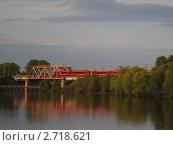 Экспресс, переезжающий через мост. Стоковое фото, фотограф Стрельникова Татьяна / Фотобанк Лори