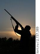 Силуэт охотника с ружьем. Стоковое фото, фотограф Андрей Некрасов / Фотобанк Лори