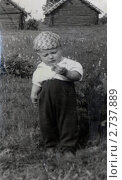 Мальчик с коробком спичек. Редакционное фото, фотограф Геннадий катков / Фотобанк Лори