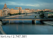 Купить «Новоарбатский Мост и Смоленская Набережная», фото № 2747381, снято 26 июля 2011 г. (c) Kremchik / Фотобанк Лори