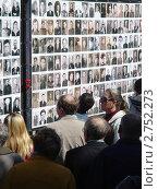 Стена памяти в Челябинске (2010 год). Редакционное фото, фотограф Боровитина Екатерина / Фотобанк Лори