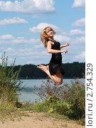 Купить «Девушка в прыжке», фото № 2754329, снято 25 августа 2011 г. (c) Оксана Лычева / Фотобанк Лори