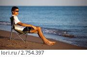 Купить «Мужчина в шезлонге на пляже», фото № 2754397, снято 22 октября 2018 г. (c) SummeRain / Фотобанк Лори
