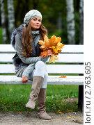 Купить «Девушка с букетом осенних листьев», фото № 2763605, снято 29 сентября 2010 г. (c) Иван Михайлов / Фотобанк Лори