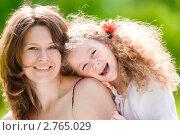 Купить «Молодая женщина с дочерью на природе», фото № 2765029, снято 5 июня 2011 г. (c) Константин Ёлшин / Фотобанк Лори